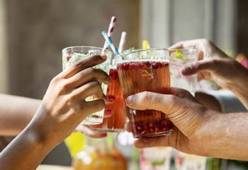 Friends drinking healthy drinks together